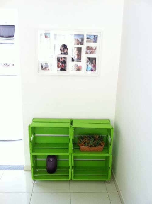 Passo a passo para transformar caixotes de madeira em uma bela estante