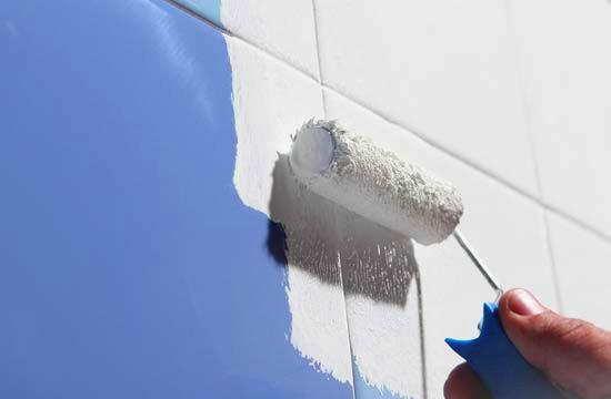 Escolhendo a tinta certa para pintar azulejo politintas for Como pintar azulejos