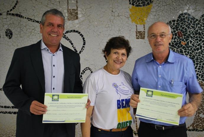 Luiz Henrique Araujo, da Sherwin-Williams, Marizilda dos Santos Vairo, da Acacci, e Estanislau Ventorim, diretor-presidente da Politintas, na inauguração do novo espaço.
