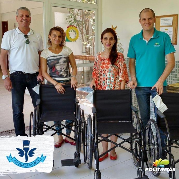 Politintas doa quatro cadeira de rodas