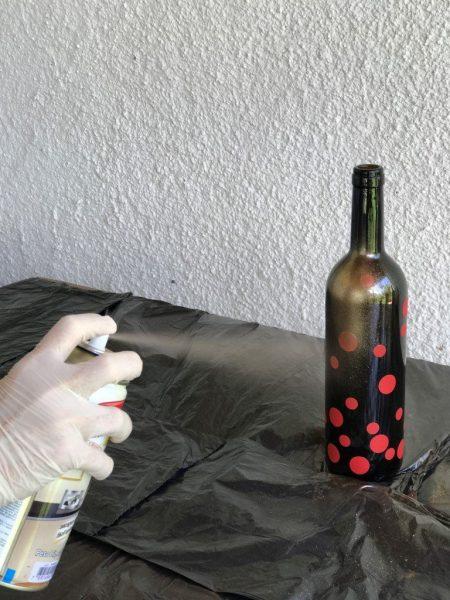 Como pintar garrafa de vidro utilizando spray - pintando