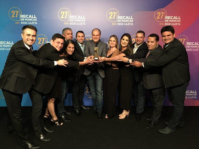 A equipe da Politintas recebeu o troféu Recall de Marcas Rede Gazeta 2019