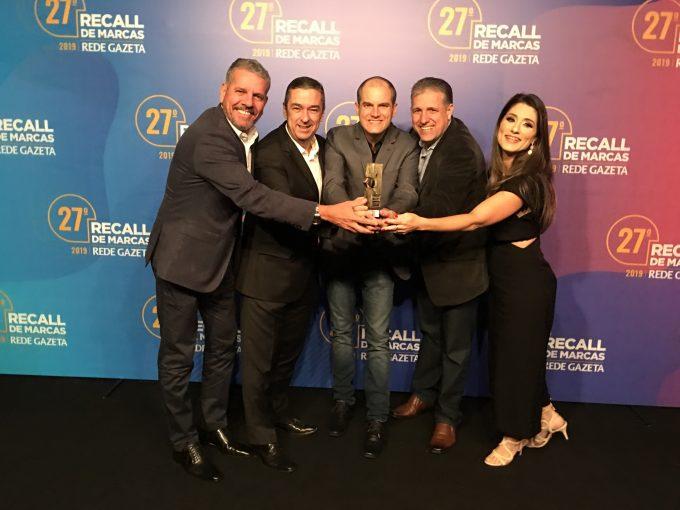 Vinicius Ventorim entre os representantes das três principais fabricantes de tinta do país.