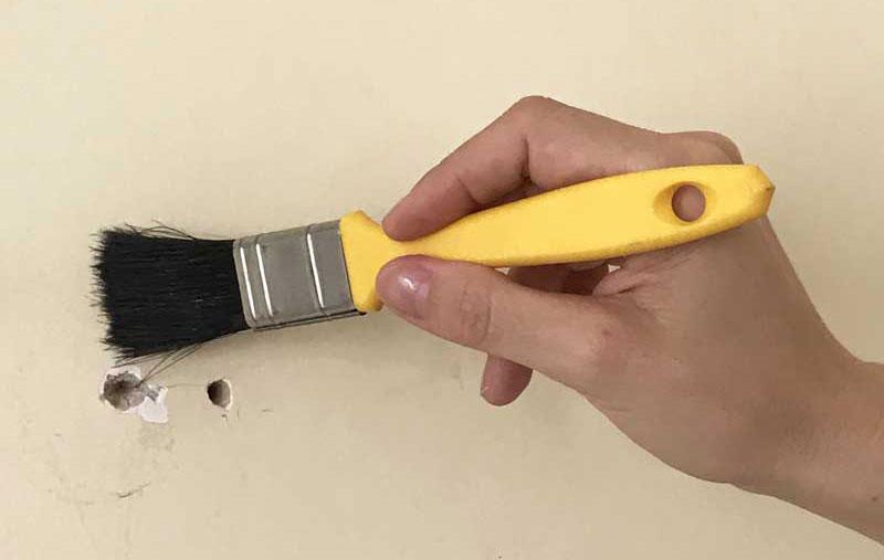 Tapar buraco na parede: limpeza