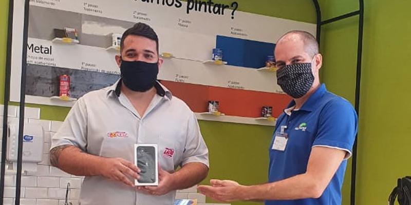 Participe da promoção de aniversário da Politintas. O Guilherme Eller Fernandes comprou mais de R$ 100 em produtos Coral e ganhou um smartphone novinho.