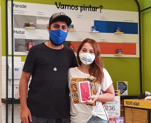 Jéssica de Oliveirafez as suas comprasna loja do Centro de Vila Velha e foi sorteada na promoção realizada em parceria com a Sherwin-Williams.