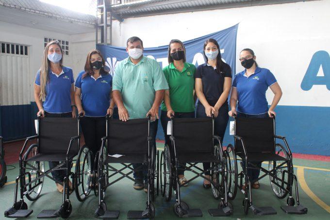 entrega-cadeiras de rodas-Apae