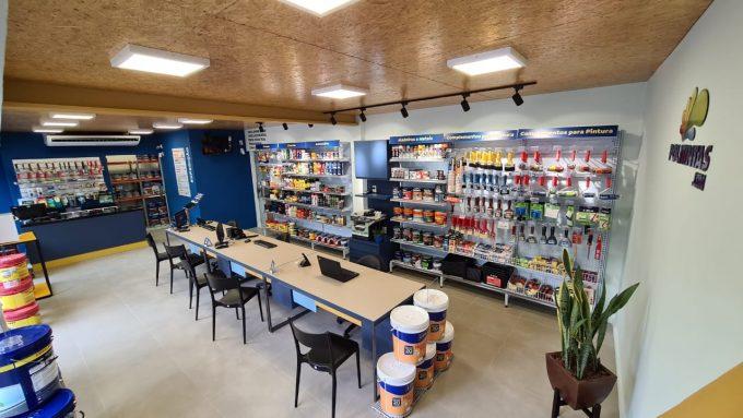 interior-da-loja-da-politintas-em-porto-canoa